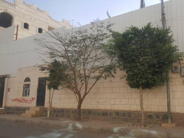 مداهمات ونهب منازل برلمانيين بصنعاء.. منظمة تطالب بتدخل دولي لحماية المدنيين وممتلكاتهم في اليمن