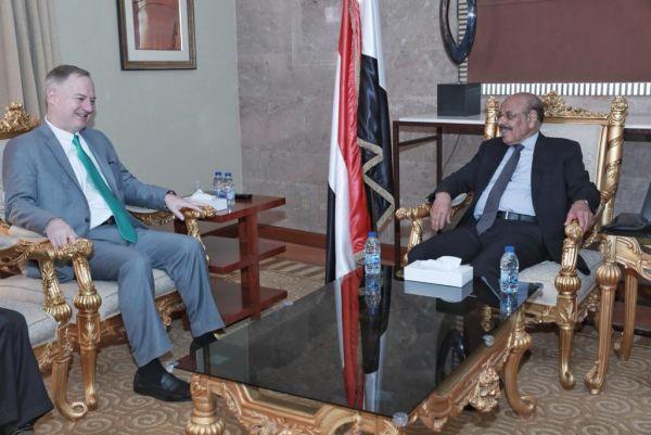 نائب الرئيس: استهداف الحوثيين للمدن السكنية تقويض لجهود السلام