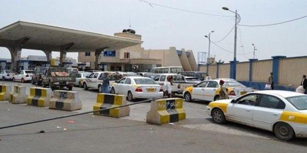 أزمة وقود مفتعلة منذ أسبوعين.. والمليشيا تخصص محطات لتعبئة سيارات قياداتها