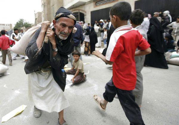 130 مؤسسة خيرية صادرها الحوثيون بصنعاء.. الفقراء والمرضى يدفعون الثمن