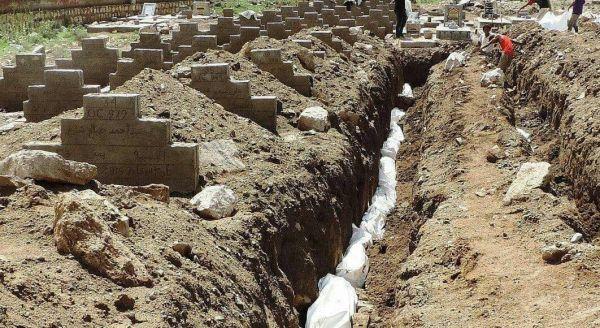 مليشيات الحوثي تدفن عشرات الجثث المجهولة بصنعاء في أخاديد جماعية