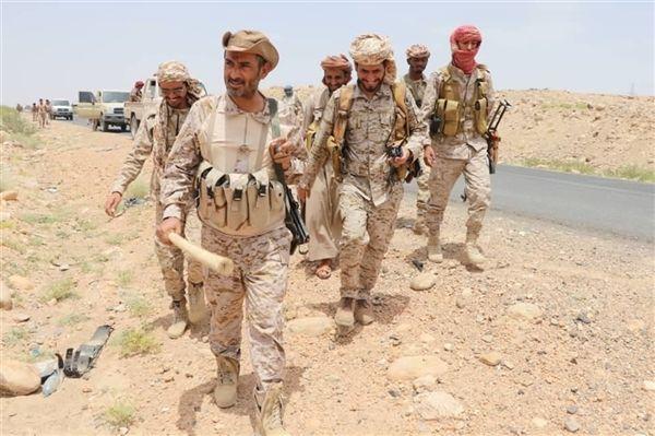 رئيس الأركان يتفقد قوات الجيش في جبهات الجوف ويشيد ببطولاتهم