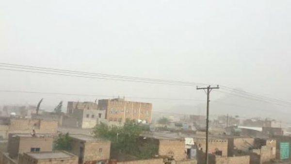 أمطار متواصلة بصنعاء والسيول تهدد منازل المواطنين والمباني التاريخية