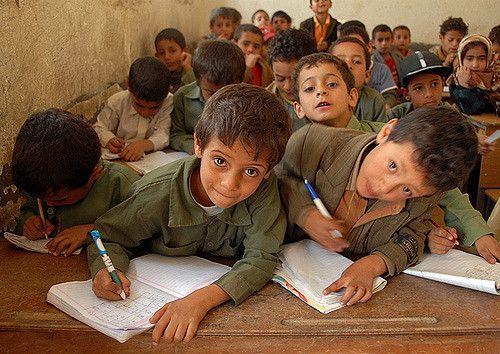 في صنعاء.. آلاف الطلاب يخوضون امتحانات الشهادة العامة بعد عام دراسي متعثّر