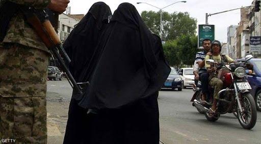 من جرائم المليشيا.. نساء يروين قصتهن مع عناصر حوثية في نقطة أمنية بذمار