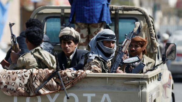عصابة مسلحة تقتل مواطناً وسط صنعاء وتنهب سيارته