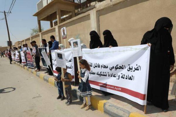 مأرب.. وقفة احتجاجية تندد بإهمال الحكومة والمبعوث الأممي لقضية الصحفيين المختطفين (صور)