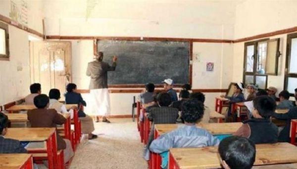 """المعلم.. 6 سنوات من البطش والبحث عن لقمة """"عيشه"""" التي صادرتها المليشيا الحوثية"""