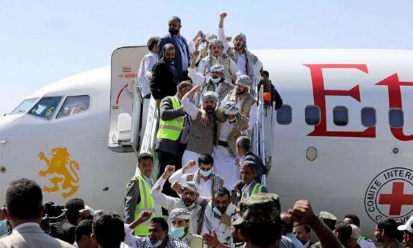 مليشيات الحوثي تحتجز أسراها المفرج عنهم من سجون سعودية وتخضعهم لتحقيقات