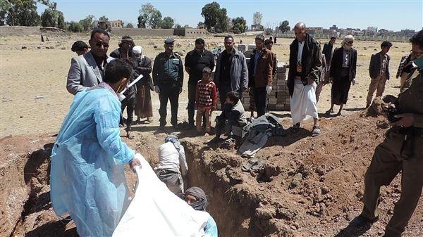 زعمت أنها مجهولة الهوية.. (الحوثية) تدفن 232 جثة