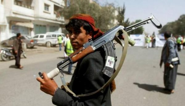 قيادي حوثي يعتدي بالضرب على مصور صحفي وإحدى قريباته في صنعاء