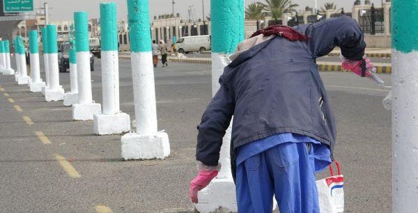 لم يزين محله بالأخضر.. (الحوثية) تجبر تاجراً بصنعاء على دفع مليون ونصف المليون ريال