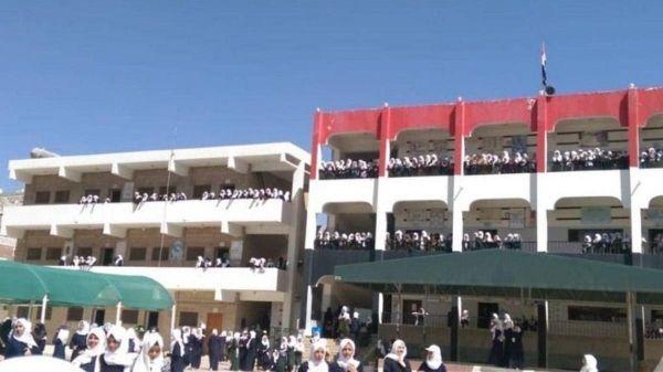 """المدارس الحكومية تدرّ """"ذهباً"""".. مبالغ طائلة يدفعها طلاب العاصمة للمليشيا الحوثية أين تذهب..؟"""