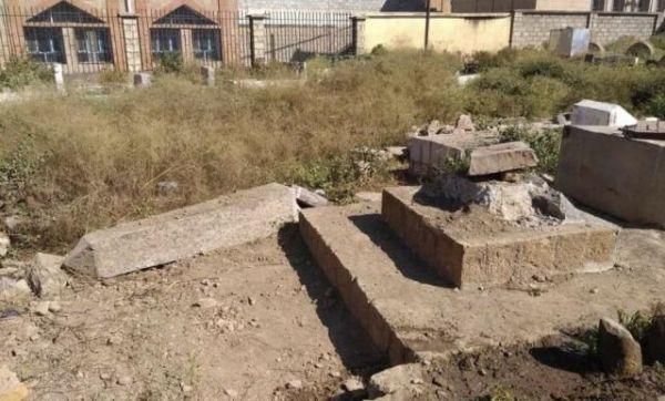 تهدم نصباً تذكارياً لشهداء 26 سبتمبر.. (الحوثية) تفصح عن إماميتها في حجة