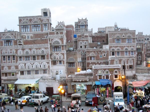 جبايات خيالية.. المليشيا الحوثية تقاسم تجار العاصمة صنعاء (أرزاقهم)