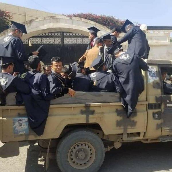 """داعش الحوثية تختطف خريجين بصنعاء وتوقف احتفالهم بحجة """"الاختلاط"""""""