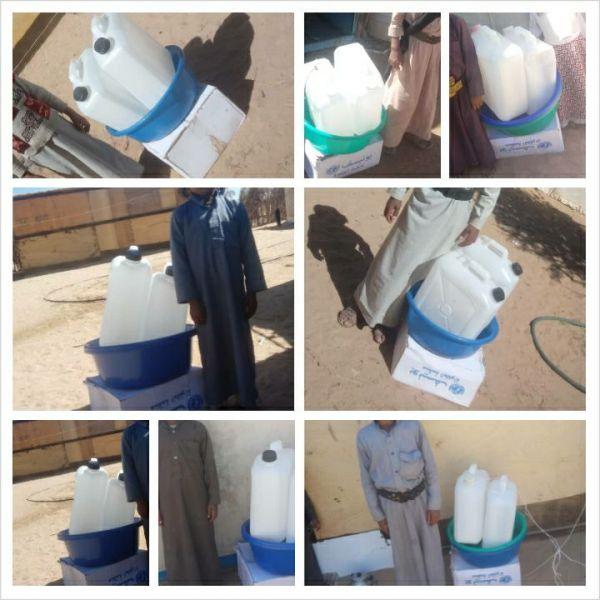 توزيع حقائب صحية لنازحي الجوف بمخيم المسيل بمأرب