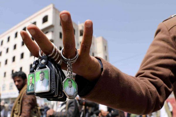 صالح الشاعر.. صديق المجرم عبدالملك الحوثي وتاجر السلاح الذي أصبح حارساً قضائياً لمنهوبات المليشيا
