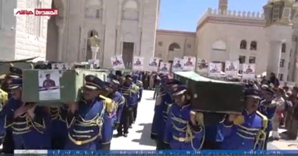 """بالأسماء.. """"الحوثية"""" تشيّع بصنعاء (63) قيادياً ميدانياً ينتحلون رتباً عليا خلال (72) ساعة"""