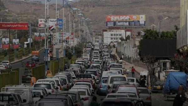 الحكومة ترد بالأرقام ... 70% من واردات الوقود تذهب إلى مناطق مليشيا الحوثي