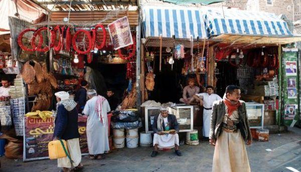 قيادي حوثي يُقر بصرف الأموال التي يتم جبايتها من التجار لتمويل مشاريع حوثية