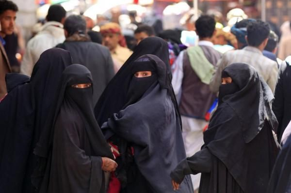 """شابة في صنعاء اختطفت لـ """"12"""" يوماً تروي ما تعرضت له من نساء حوثيات"""