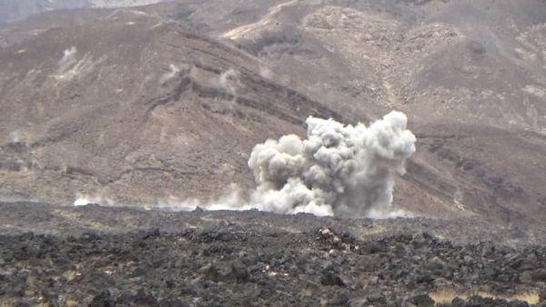 مصرع عشرات العناصر الحوثية وتدمير آليات وأطقم بمعارك وقصف جوي ومدفعي بجبهات غرب مأرب