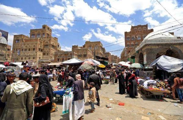 سُكان العاصمة صنعاء يستقبلون عيد الفطر على وقع أزمات معيشية خانقة