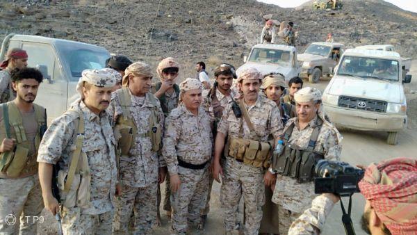 مدفعية الجيش الوطني تدك تحصينات مليشيا الحوثي والمفتش العام يشيد بالجاهزية القتالية