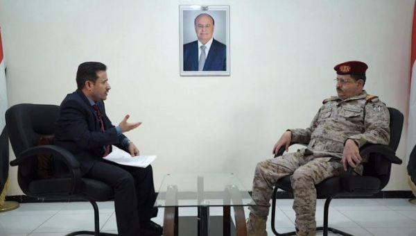 وزير الدفاع: ماضون في الإجهاز على المشروع الإيراني.. ورئيس الأركان يتفقد الجبهات