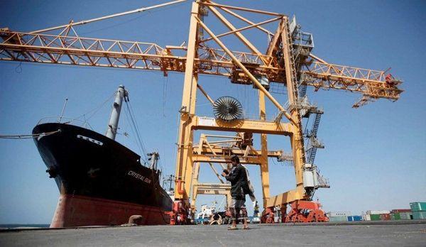 الحكومة تعلن السماح بدخول عدد من سفن الوقود إلى ميناء الحديدة
