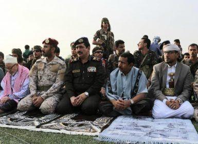 وزير الداخلية ومحافظ شبوة يؤديان صلاة العيد في عتق.. والمقدشي يتفقد وحدات الجيش