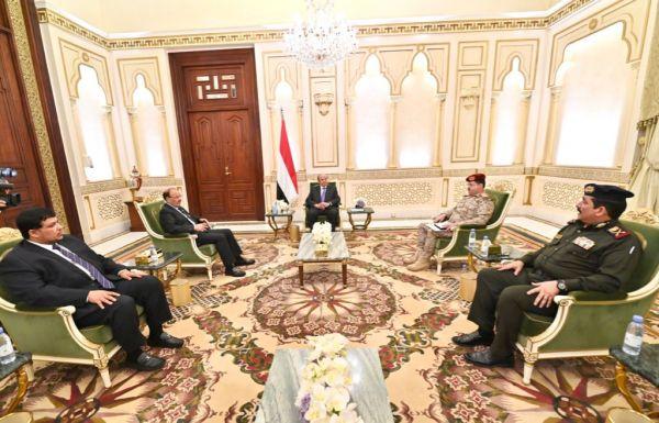 الرئيس هادي: تضحيات وصمود الأبطال ستظل محل تقدير واعتزاز كافة أبناء الشعب اليمني