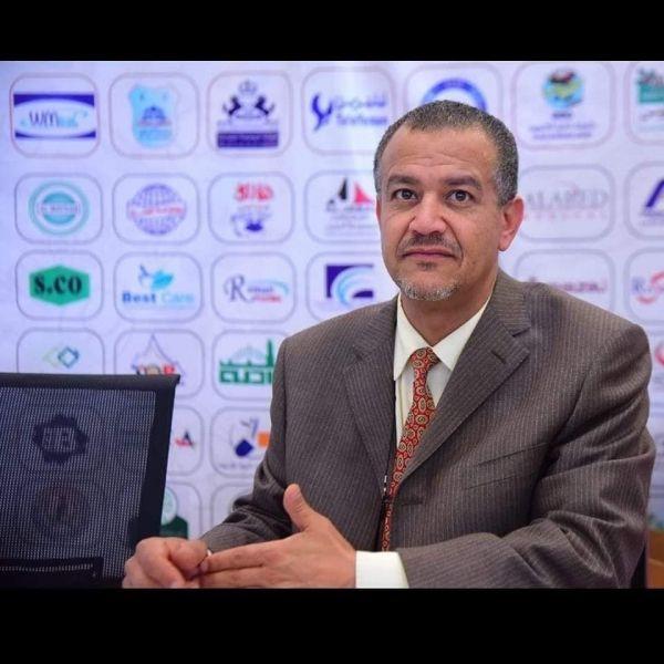 وفاة أكاديمي أوقف الحوثيون راتبه وطردوه وأسرته من سكن الكلية