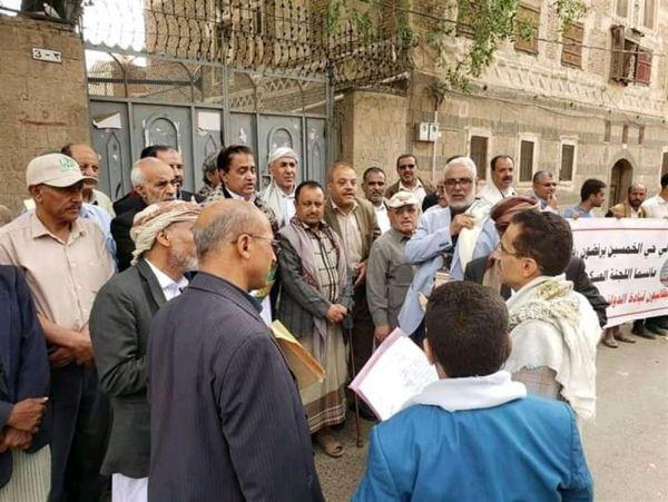 كسروا حاجز الخوف.. سكان مدينة سعوان السكنية يتظاهرون رفضاً لقرار حوثي بإخلاء منازلهم
