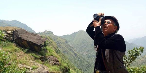 """تواصل مصادرة كاميراته.. تضامن واسع مع الفنان """"الغابري"""" تجاه همجية مليشيات الحوثي"""