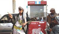 """مليشيا الحوثي تهرّب 140 قاطرة وقود من ميناء الحديدة لتغذية """"السوق السوداء"""""""
