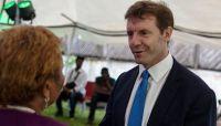 السفير البريطاني: لدينا قناعة بأهمية دعم الحكومة اليمنية لإنهاء الانقلاب