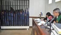 رابطة الأمهات تدين اعتداء الحوثيين على مختطفين أثناء اقتيادهم إلى محكمة بصنعاء