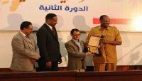مساعد رئيس جمهورية السودان يكرم الشاعر اليمني وسيم الجند