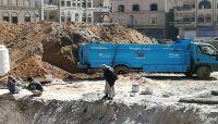 كيف تستغل مليشيات الحوثي مشروع مياه الشرب الإنساني في أعمال بناء الفلل الخاصة؟