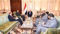 """الرئيس هادي لـ""""ولد الشيخ"""": المليشيا الانقلابية لا تعترف بمرجعيات السلام ولا تكترث لمعاناة الشعب"""
