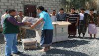 مركز سلمان للإغاثة يوزّع بطانيات وتموينات غذائية لأسرى المليشيات بمأرب
