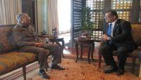 خلال لقاءه السفير باحميد.. مهاتير محمد يؤكد دعم ماليزيا لجهود السلام في اليمن
