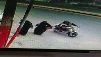 وسط انفلات أمني كبير.. سائق دراجة نارية ينتشل حقيبة امرأة بصنعاء