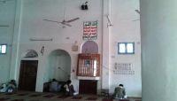 مليشيا الحوثي تطبع شعاراتها الطائفية في قبلة المساجد بصنعاء