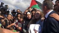 الإفراج عن الشابة الفلسطينية عهد التميمي بعد 8 أشهر في سجون الاحتلال