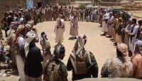 صنعاء: مشائخ ووجهاء مديرية أرحب يسيّرون قافلة غذائية لأبطال الجيش بجبهة نهم (فيديو)