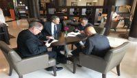 السفير الأمريكي يؤكد استمرار دعم بلاده البنك المركزي اليمني