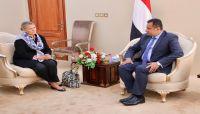 رئيس الوزراء: عمل المنظمات الأممية من صنعاء تسبب بقصور في أدائها